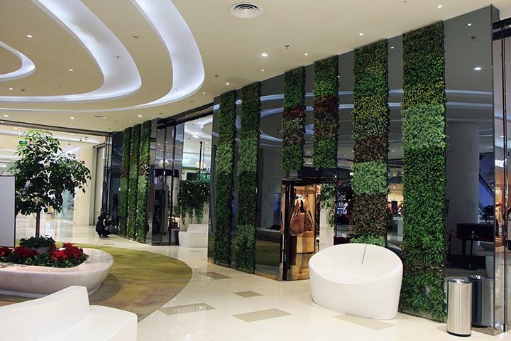 21世纪广场使用仿真植物墙装饰